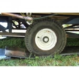 Plaque de roulage et de protection des sols LARMEE/LISSE avec un coté antidérapant et un coté lisse