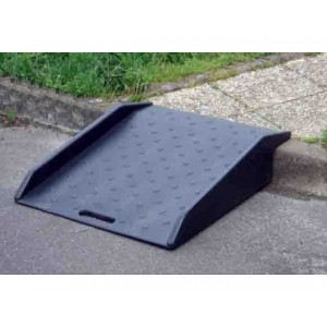 Passage d'obstacles en polyéthylène JDA700 Longueur 0,86 m x largeur 0,70 m - Capacité 180 kg